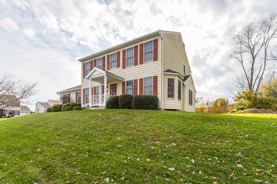 Single family home on hill in Sykesville, MD