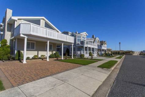 Row of beach houses in Avalon, NJ