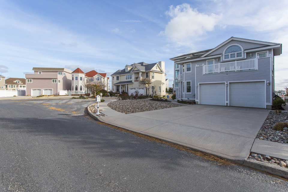 Residential cul de sac in Longport, NJ