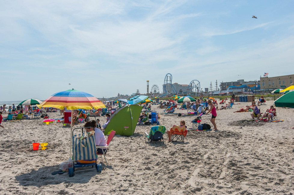 beachgoers in ocean city nj