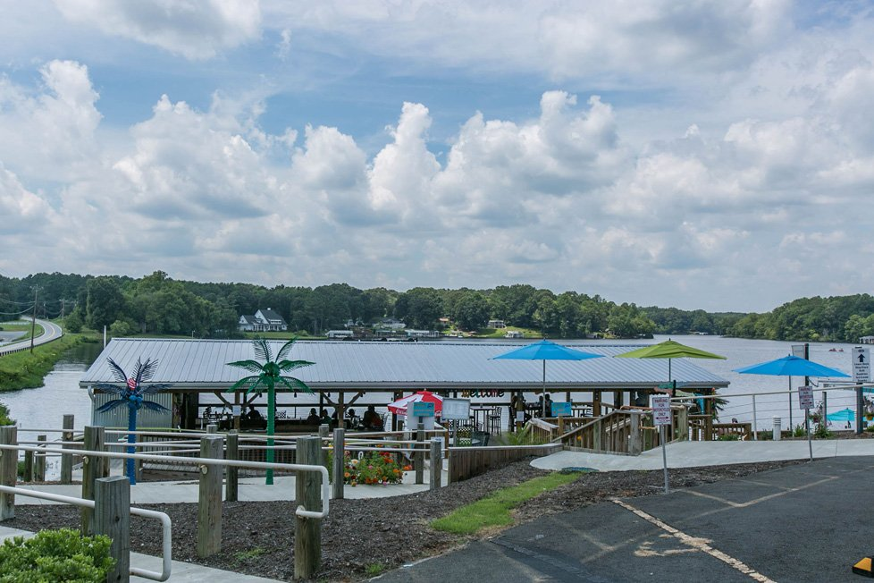 outdoor restaurant lake gaston va