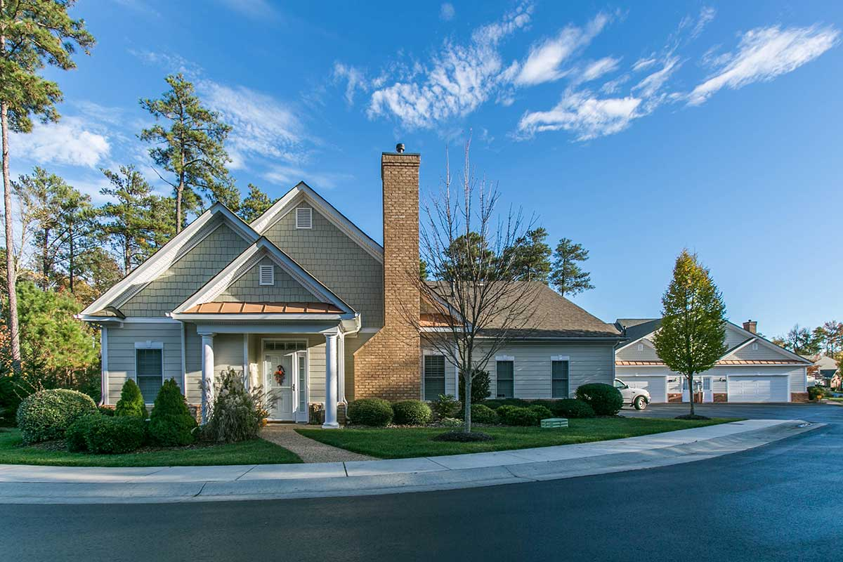 Single Family home with chimney in Midlothian, VA